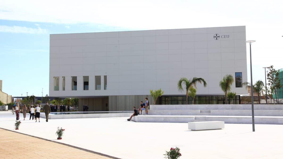 Se inaugura el nuevo paraninfo de la Universidad CEU Cardenal Herrera en el campus de Valencia
